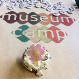 Musuemcamp badges and a decorated cupcake